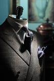 Rivestimento grigio, legame blu scuro e fazzoletto Immagini Stock