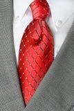 Rivestimento rosso del vestito del legame della camicia bianca Immagine Stock