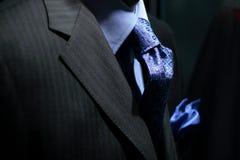 Rivestimento a strisce con la camicia, il legame & il fazzoletto blu Fotografia Stock Libera da Diritti