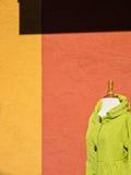 Rivestimento sulla vendita, abbondanza di colore fotografia stock