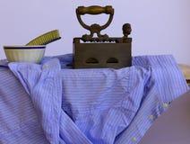 Rivestire di ferro una camicia Immagine Stock