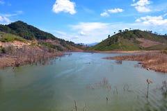Rivière à distance au Vietnam central photos stock