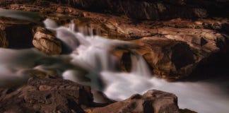 Rivière éclairée par la lune Photos libres de droits