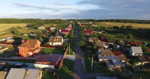 Rivière aérienne, architecture, routes de rues et appartements à Moscou banque de vidéos