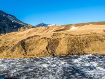 Rivière au-dessus de cascade de Skogafoss, Islande Image libre de droits