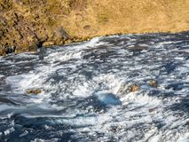 Rivière au-dessus de cascade de Skogafoss, Islande Images stock