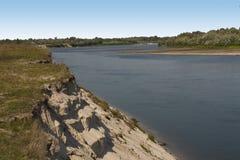 Rivière avec de l'eau bleu profond Images stock