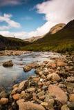 Rivière clair comme de l'eau de roche de montagne par Glencoe Image stock