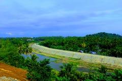 Rivière claire de l'eau dans la ville d'Iligan Images libres de droits