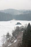 Rivière colorée par hiver scénique dans le pays Images libres de droits