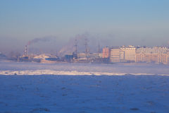 Rivière congelée Neva. -25 degrés Celsius Images stock