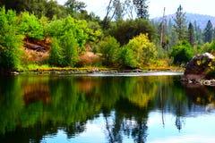 Rivière d'Américain de sécheresse de la Californie Images stock