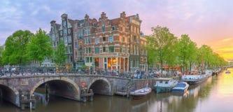 Rivière d'Amstel, canaux d'Amsterdam netherlands photos stock