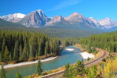 Rivière d'arc dans Alberta Photographie stock libre de droits