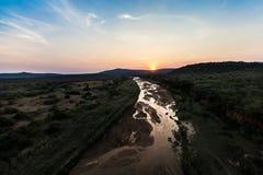 Rivière d'or au coucher du soleil Photo stock