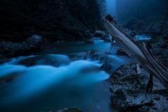 Rivière d'hiver Kurdzips Russie photographie stock libre de droits