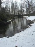 Rivière d'hivers photographie stock