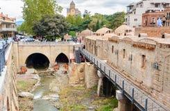 Rivière dans le secteur d'Abanotubani dans la vieille ville de Tbilisi georgia Photo stock