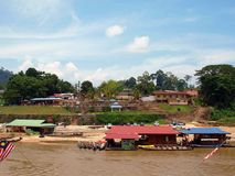 Rivière dans Taman Negara photo libre de droits