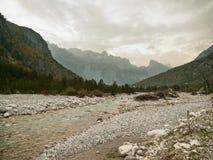 Rivière dans Theth photographie stock libre de droits