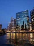 Rivière de bateau de Chicago image libre de droits