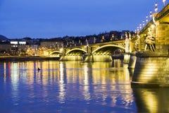 Rivière de Budapeste et pont, Hongrie Images libres de droits