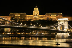 Rivière de Budapeste et pont, Hongrie Image libre de droits