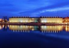 Rivière de bureau régional et d'Odra à Wroclaw, après coucher du soleil Image stock