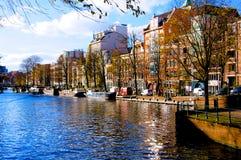 Rivière de canal d'Amsterdam en automne Pays-Bas images stock