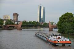 Rivière de canalisation du frankufrt AM de bateau Image stock