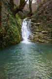 Rivière de cascade et de montagne Russie Sotchi photos stock