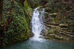 Rivière de cascade et de montagne Russie Sotchi photo libre de droits