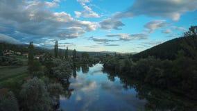 Rivière de Cetina, tir aérien circulaire clips vidéos