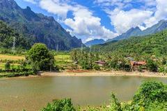Rivière de chanson chez Vang Vieng, Laos Photo stock