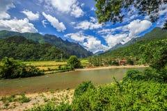 Rivière de chanson chez Vang Vieng, Laos Photos libres de droits