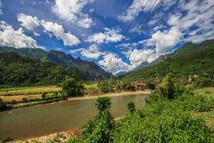 Rivière de chanson chez Vang Vieng, Laos Images stock