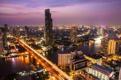 Rivière de Chao Phra Ya à Bangkok, Thaïlande Photos stock