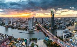Rivière de Chaophraya, Bangkok Photos stock