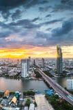 Rivière de Chaophraya, Bangkok Photo stock