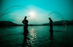 Rivière de coucher du soleil de silhouette photographie stock libre de droits
