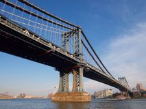 Rivière de croix de pont de Manhattan, New York Image stock