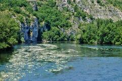 Rivière de Dordogne dans Lacave dans le sort photos libres de droits