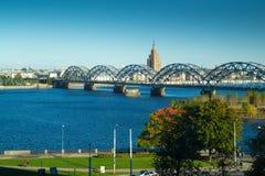 Rivière de dvina occidentale à Riga Photographie stock