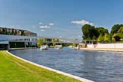 Rivière de fête au centre de la ville de Berlin Image libre de droits