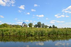 Rivière de Kamenka dans Suzdal image stock