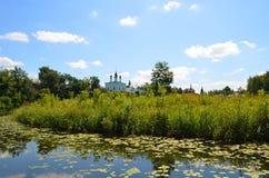 Rivière de Kamenka dans Suzdal images stock