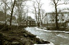 Rivière de Kungsbacka avec de l'eau froide et la glace Photographie stock libre de droits
