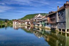 Rivière de Loue dans Ornans Photo stock