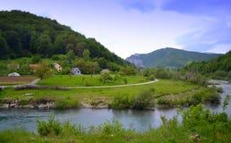 Rivière de montagne d'enroulement Image libre de droits