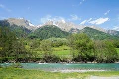 Rivière de montagne dans le Tirol est Photos stock